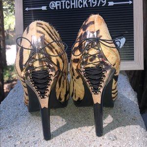 NWOB Mark. Sexy Cheetah faux fur high heels